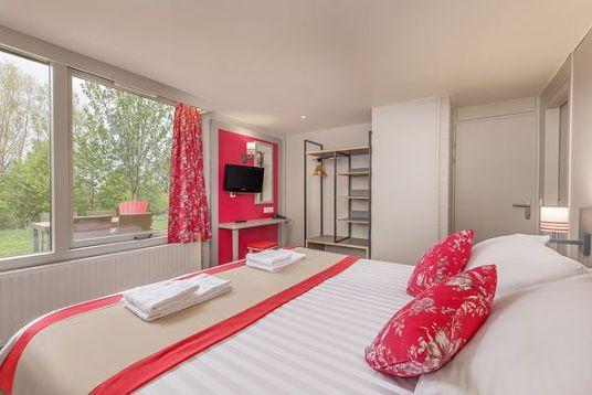 On rénove les cottages VIP au domaine des Bois-Francs (F)