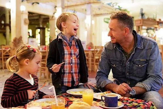Eating with kids