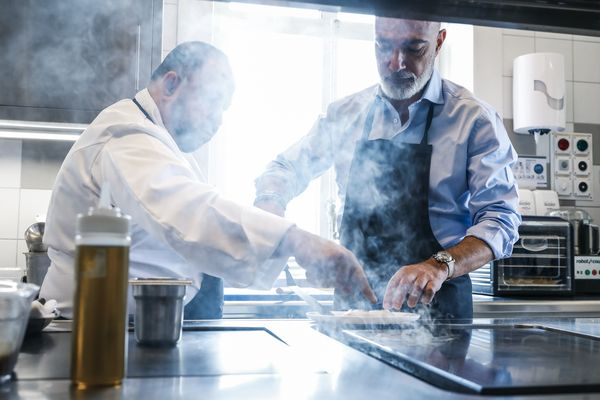 A private cooking lesson with the talented Chef Jérôme Manifacier at Geneva's newly baptized Le 82, a famous restaurant at the heart of the Parc des Eaux Vives is definitely more than I had hoped for when asked what activity I would have liked to undertake for this article