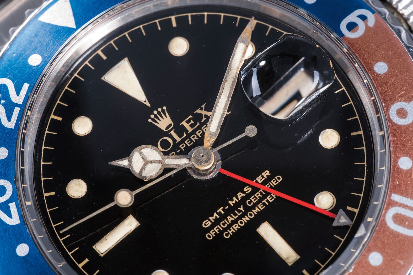 """Our New-York based International Specialist Geoff Hess examines an important category of dials that brings our three reference groups together: the unquestionably iconic """"gilt/gloss"""" dials produced by Rolex from the mid-1950s until approximately 1967."""