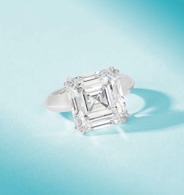 於6月5日舉行的珍貴珠寶及翡翠春季拍賣呈獻一系列被GIA鑒定為最優質的顏色和最純淨的淨度之D色無瑕鑽石。