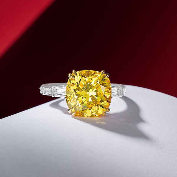 高深度和高飽和度的彩色鑽石珍稀罕有,拍賣成交價格屢創新高。它們的誕生猶如奇蹟,其奪目色彩正是地殼深處發生的化學結晶,富藝斯誠邀閣下一起投入耀眼的彩色鑽石世界。