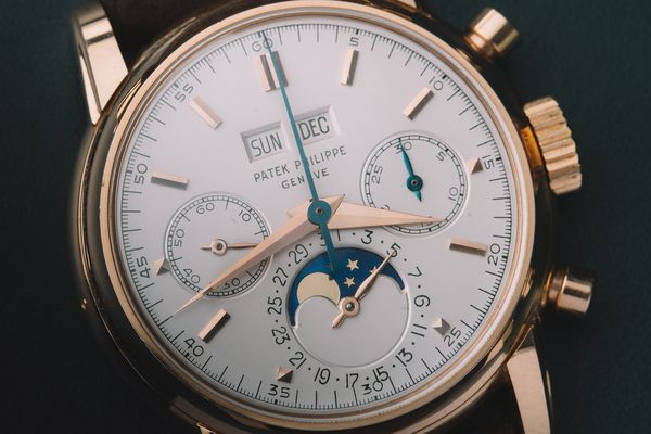One of the legendary references of the 20th century, this Patek Philippe ref. 2499 is supremely rare and desirable for its material and condition.