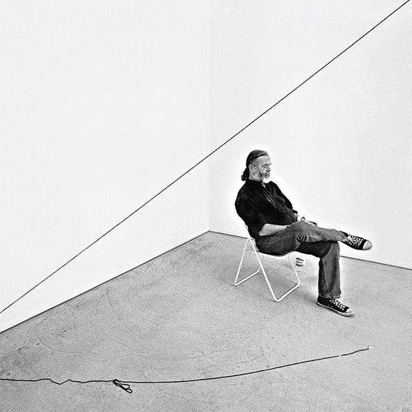 Specialist and Head of Online Sales Katherine Lukacher explores Sandback's incorporeal minimalism.
