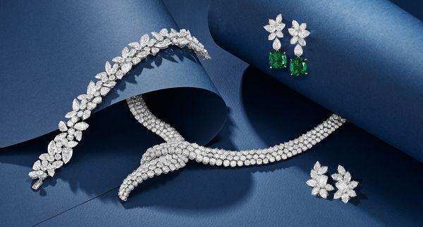 被冠以「鑽石之王」美譽的海瑞溫斯頓(Harry Winston)是皇室名人和珠寶藏家的心頭首選,經典設計盡顯精準品味和精湛工藝。