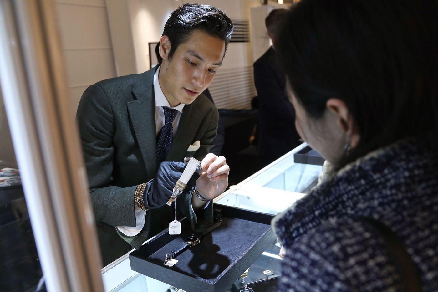 眾所周知,在世界各地有拍賣舉行的地方中,其為當代和古董時計拍賣重鎮者,就只有三處地方:日內瓦、紐約和香港。