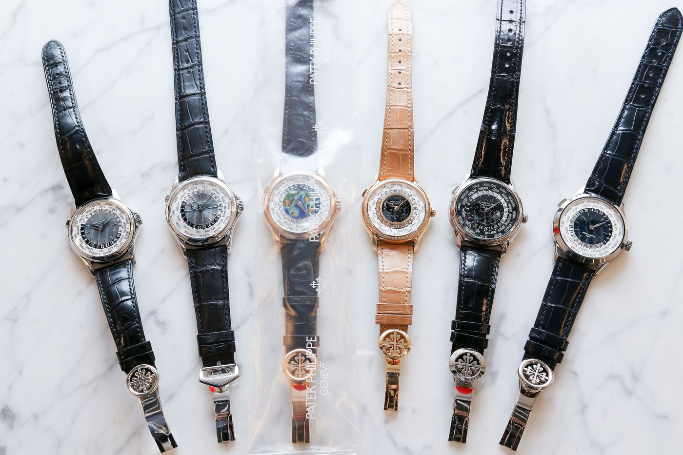 The upcoming Hong Kong Watch Auction: X is lucky to have all the references of Patek Philippe world time wristwatches which have been launched since 2000; which allows us to create a brief guide to modern Patek Philippe world time watches in chronological order.