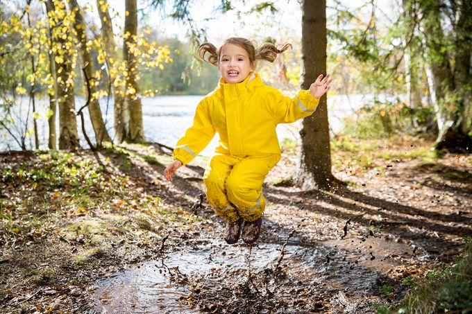 Pihlajamäen Johtokiventie 8 sopii lapsiperheille –alueella on lukuisia leikkipuistoja.