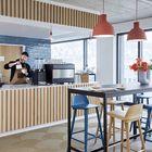 Das Workbistro ist bedient und bietet ein wechselndes Essensangebot. Ein Barista macht alternativ zum Kaffeeautomaten Spitzen-Espresso.
